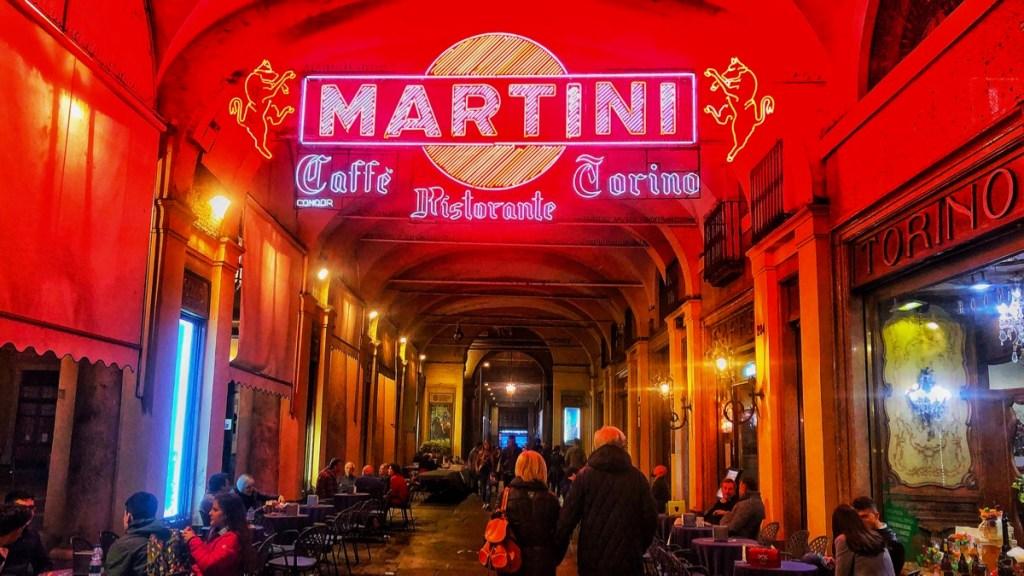Turin Altstadt; Cafe in den Lauben von Torino