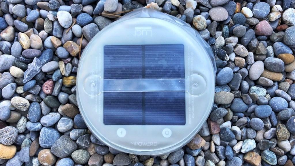 Outdoor Solarlampe im Test. Das Modell Luci kan aufgeblasen werden