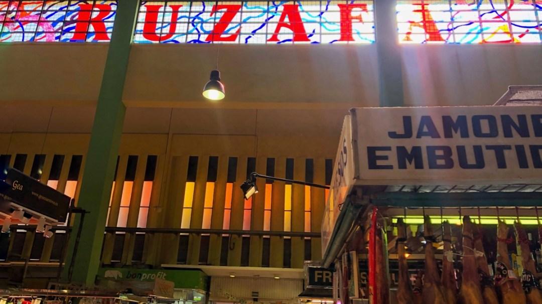 Markthalle Mercade de Ruzafa Valencia, Innenaufnahme, Lichtzauber