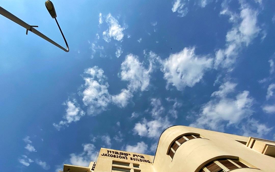 MIKVE ISRAEL TEL AVIV: HIMMLISCHER HUMMUS, HIGH LIFE IM KELLER