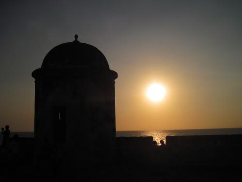 Cartagenas Stadtmauer bei Sonnenuntergang
