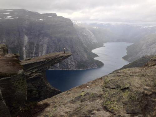 Ich überblicke den Fjord