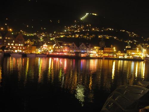 Bergen bei Nacht
