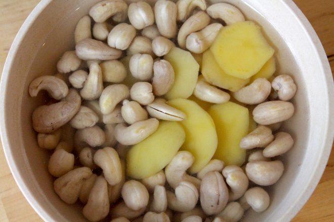 Eier werden in diesem Rezept durch pürierte Cashews und Wasser ersetzt