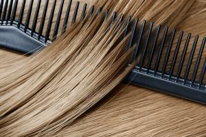 por que se cae el cabello en la menopausia