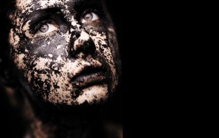 La contaminación acelera el envejecimiento cutáneo y empeora el acné
