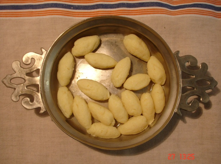 Grießnockerl in südtiroler Knödelschüssel
