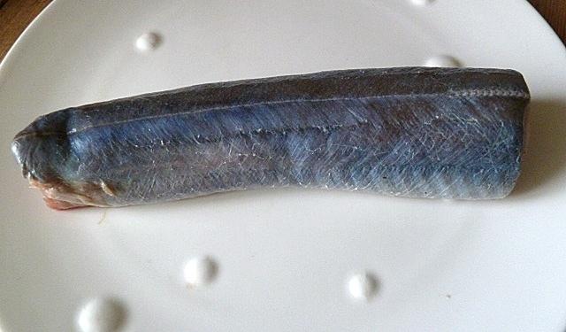 Ein Stück roher Aal