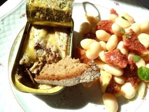 Sardinen in Salzbutter mit Feigen-Bohnensalat