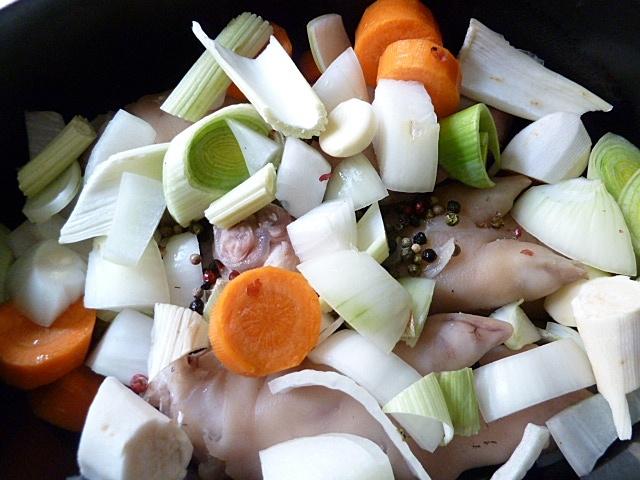 Pfoten mit Gemüse aufsetzen