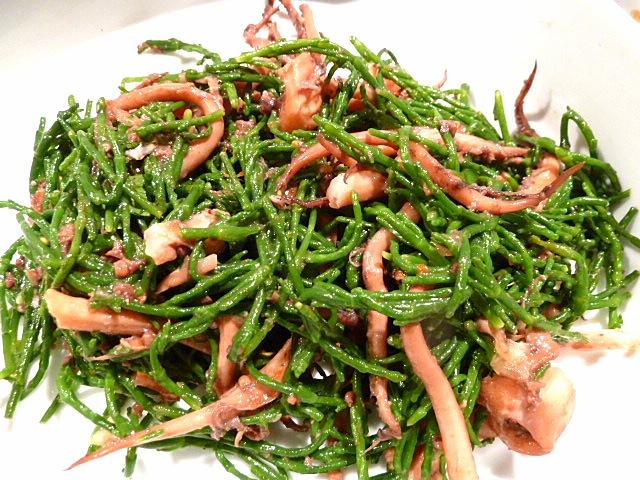 Salat von Salicornes und Kalamar