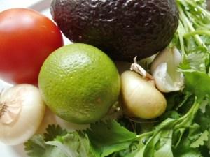 Die Zutaten für die Guacamole