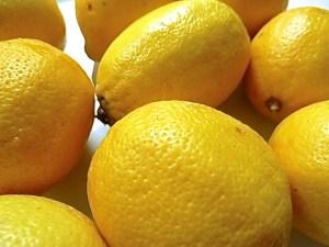 Zitronen gut waschen