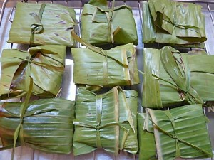 für geschmeidiges Falten von Bananenblattpäckchen