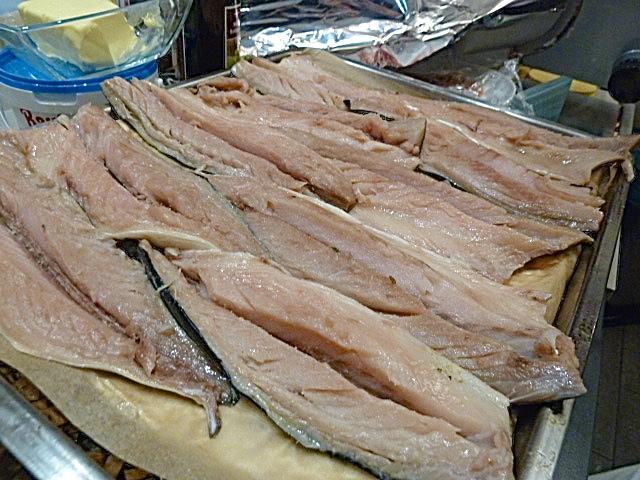 die schon roh als Art Sashimi schmeckten, aber zur Räuchern in den Ofen kamen