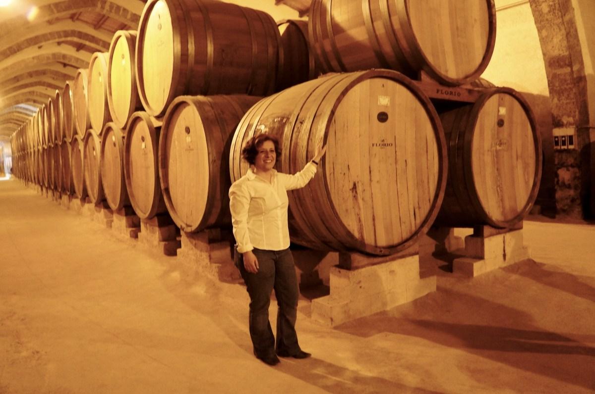 im imposanten Weinkeller