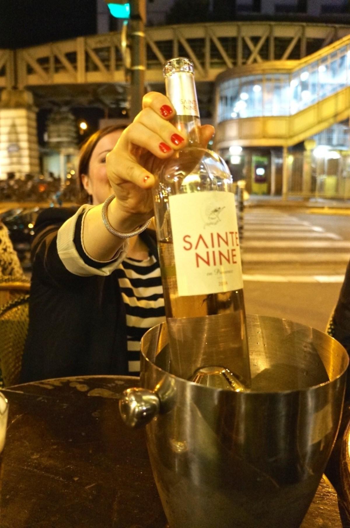 noch ein Glas Wein an der Ecke