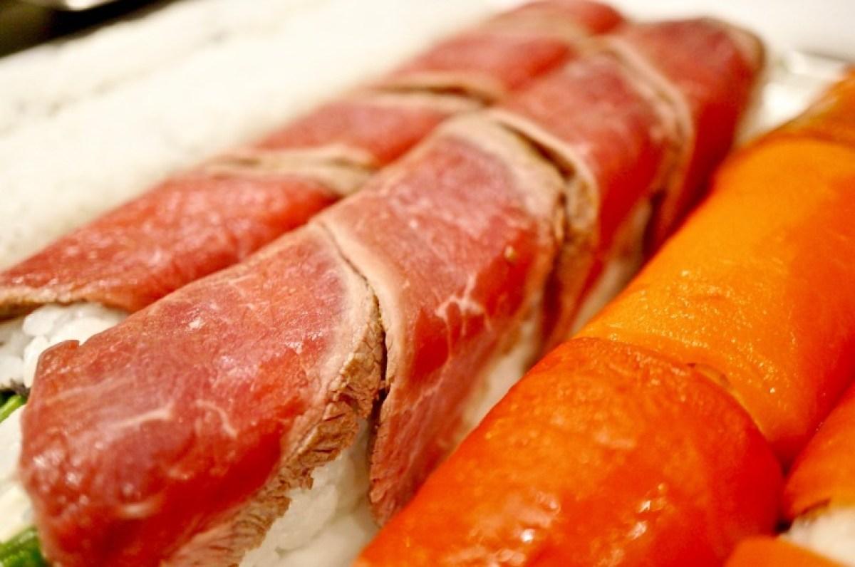oder mit Rindfleisch umhüllt