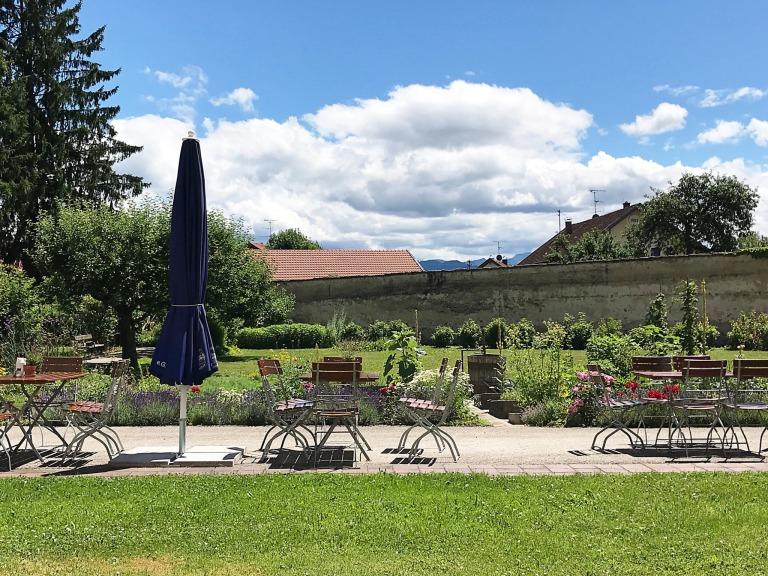 mit Blick in den Klostergarten