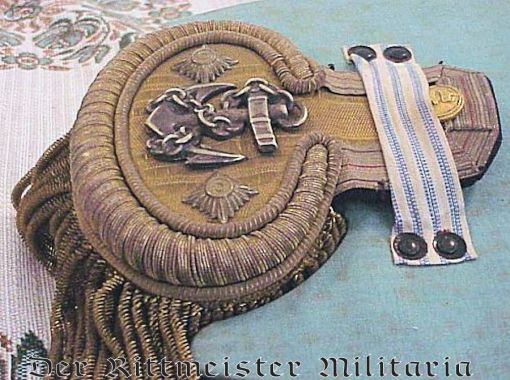 """PRUSSIA - GROUPING - NAVY FREGATTENKAPITÄN'S """"FORE AND AFT"""" CAP AND DRESS SHOULDER BOARDS WITH STORAGE BOX - Imperial German Military Antiques Sale"""