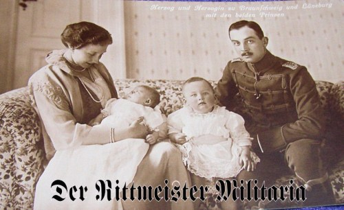 POSTCARD - DUKE ERNST AUGUST - DUCHESS VIKTORIA LUISE - BRAUNSCHWEIG - TWO CHILDREN - Imperial German Military Antiques Sale
