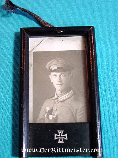 GERMANY - PHOTO - MOURNING OF A SOLDIER - Imperial German Military Antiques Sale