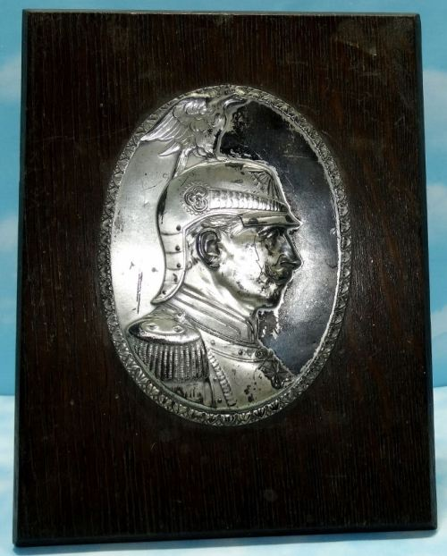 WOODEN/METAL DESK DISPLAY OF KAISER WILHELM II IN REGIMENT der GARDE du CORPS UNIFORM - Imperial German Military Antiques Sale