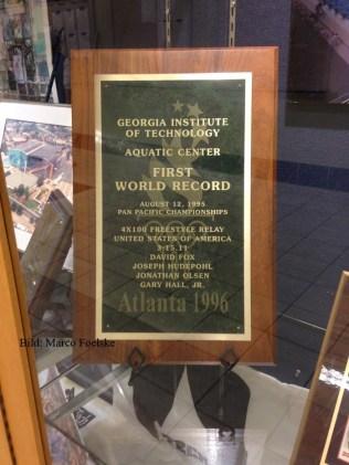 Gedenktafel an ersten Weltrekord 1995 in der Olympiahalle.