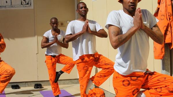 prison-yoga-31