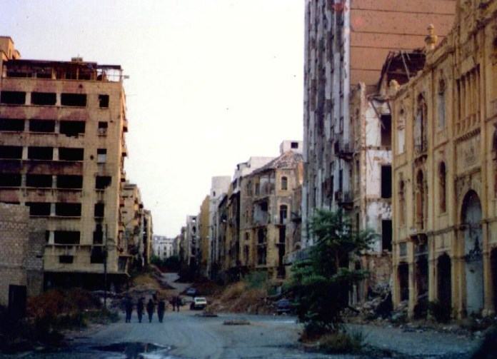 Di James Case from Philadelphia, Mississippi, U.S.A. - Green Line, Beirut 1982, CC BY 2.0, https://commons.wikimedia.org/w/index.php?curid=4658023