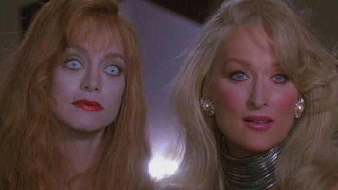 La morte ti fa bella (Death Becomes Her) è un cult del 1992 diretto da Robert Zemeckis. Con Bruce Willis, Meryl Streep e Goldie Hawn.