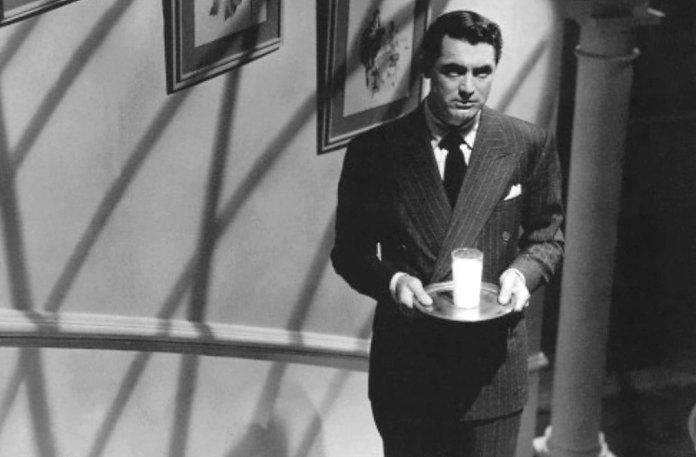 Scene iconiche di latte al cinema. Il Sospetto (1941), regia di Alfred Hitchcock.
