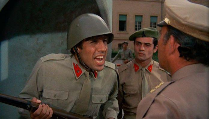 Adriano Celentano in una scena di Serafino durante il servizio di leva