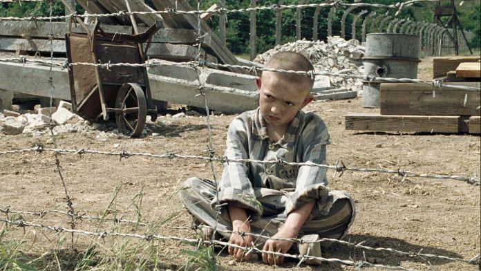 Il bambino con il pigiama a righe (2008).