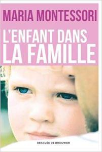"""Couverture du livre """"l'Enfant dans la famille"""" de Maria Montessori."""