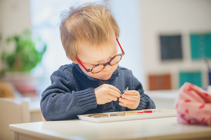Quand l'enfant choisit son activité, explore, il est concentré et apprend mieux