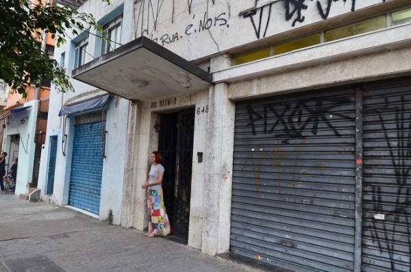 Sem-teto acolhem refugiados sírios, palestinos e egípcios em ocupação em São Paulo