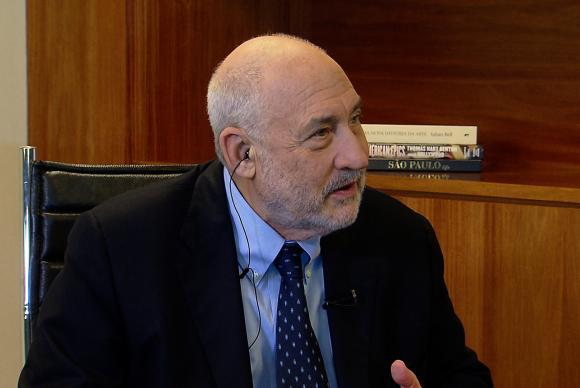 Joseph Stiglitz: Política de austeridade levará a mais desemprego e desigualdade.