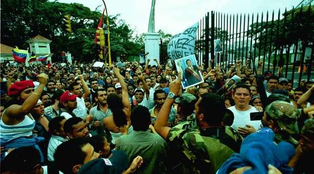 O povo venezuelano pede a volta do presidente Chávez