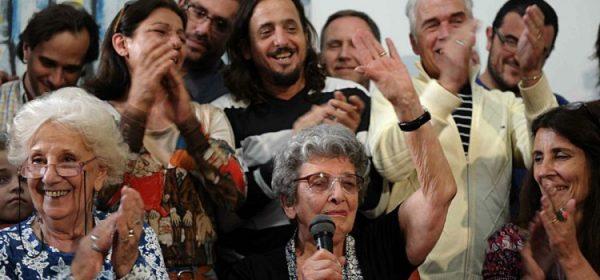 Argentina: Avós da Praça de Maio apresentam o neto recuperado 120