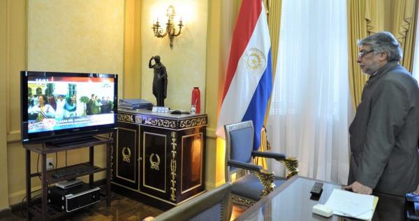 Fernando Lugo assiste à sua destituição em seu gabinete no Palácio do Governo   Foto: Rafael Alejandro Urzúa