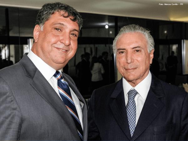 Yussif Ali Mere Jr., chefe do jornalista, e um golpista