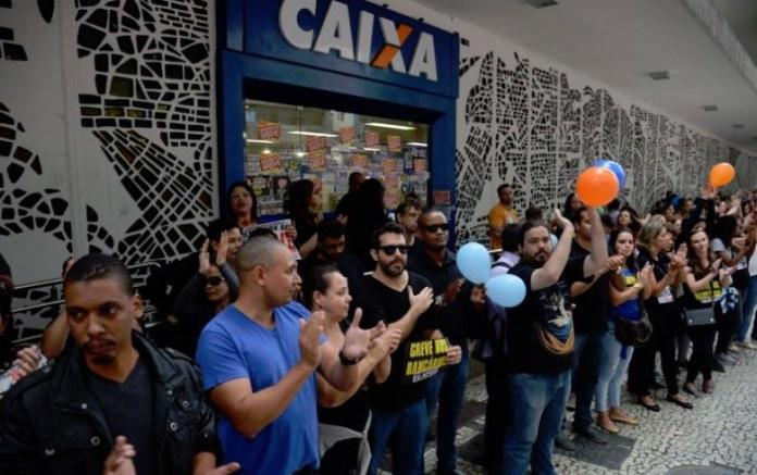 Protesto dos funcionários da Caixa no Rio: paralisação mantida por questões específicas (Fernando Frazão/abr/fotos públicas)