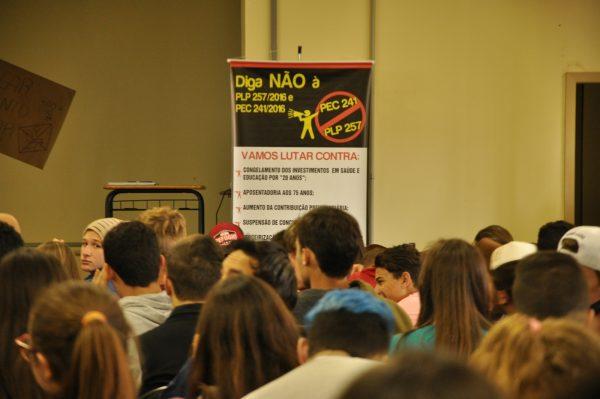 Estudantes do IFFar/FW realizam mobilização contra retrocessos na educação