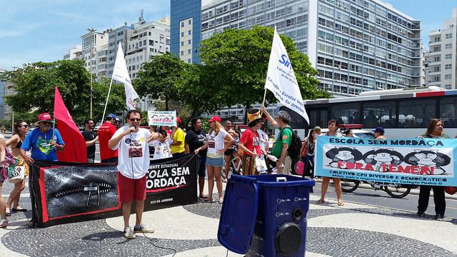 Lançamento da Frente Estadual Escola sem Mordaça, na Praia de Copacabana, neste sábado (15) / Coletivo CPII Diverso e Democrático