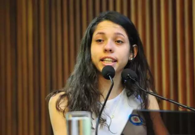 Estudante Ana Júlia Ribeiro