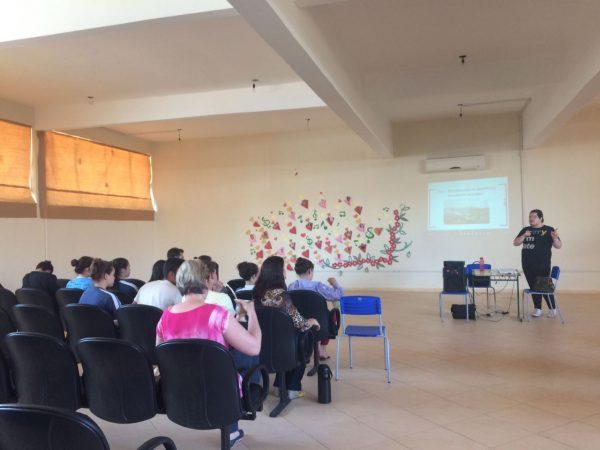 Estudantes fazem roda de conversa e falam sobre Golpes de Estado no Brasil, em São Miguel do Oeste/SC