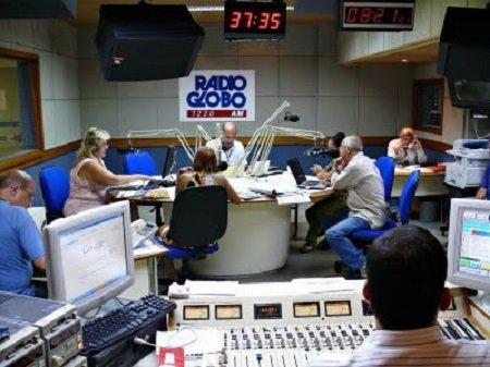 Apresentador e repórter da Rádio Globo batem boca ao vivo