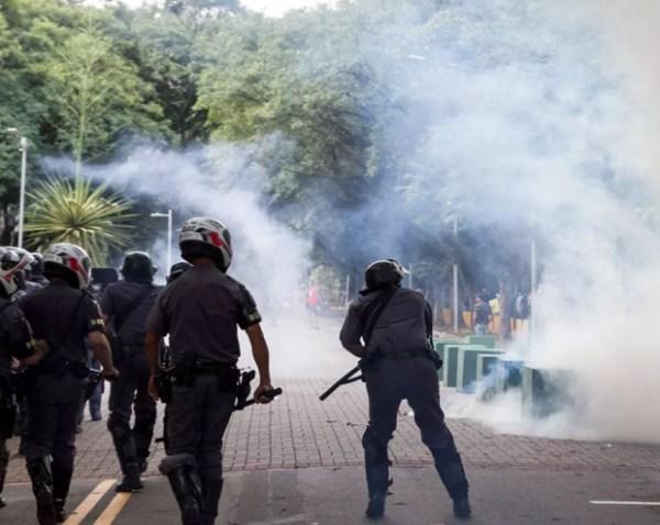Polícia Militar reprime manifestação de mais de mil que protestavam contra a votação no Conselho Universitário da USP na última terça-feira, dia 7 de março de 2017. Foto: Marivaldo Oliveira (Código19)