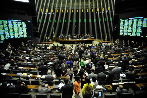 Partidos querem dinheiro público para bancar multas aplicadas pelo TSE